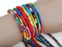Что означают разные цвета ниток-браслетов на запястье